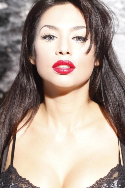 elisa_meri-dark_brown_black_hair-red_lipstick